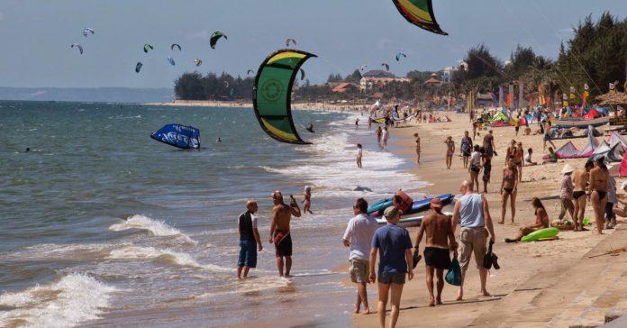 kitesurfing in Mũi Né Vietnam