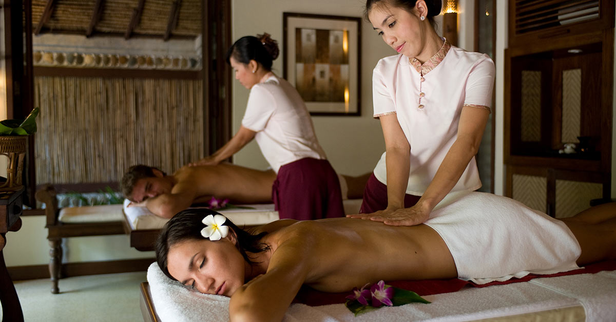 a couple getting a massage in Chiang Mai Thailand