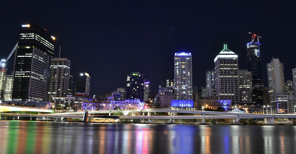 a view of a city skyline in Queensland Australia. www.aTRAVELthing.com